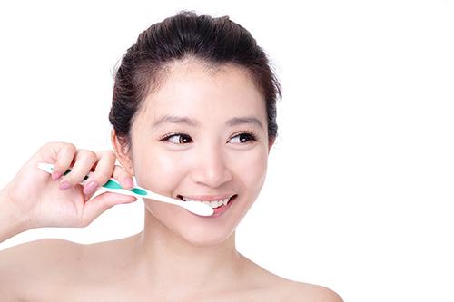 Vì sao lại bị ê buốt răng cửa hàm dưới? 2