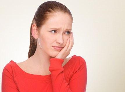 Nhức răng kiêng ăn gì và nên ăn gì là tốt nhất? Bác sĩ dặn dò