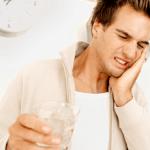 6 nguyên nhân khiến cho răng bị ê buốt khi uống nước lạnh