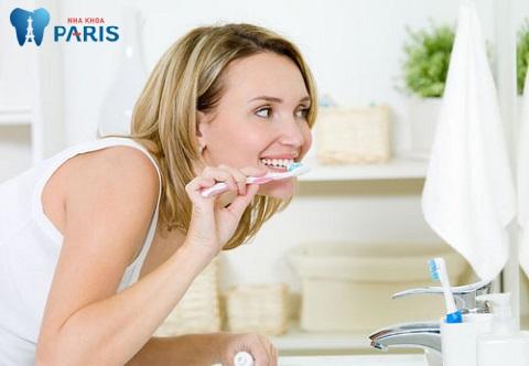 Thực hiện vệ sinh răng miệng là điều bà bầu nên lưu tâm