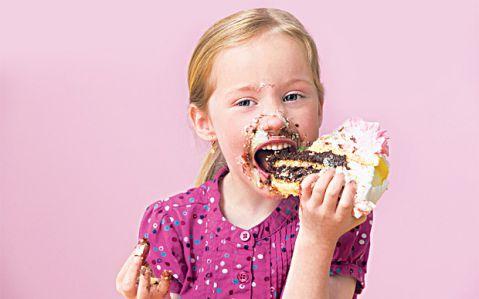Tại sao lại ăn đồ ngọt bị buốt răng và cách chữa triệt để 1